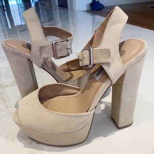 Steve Madden platform beige heels! Size 6!